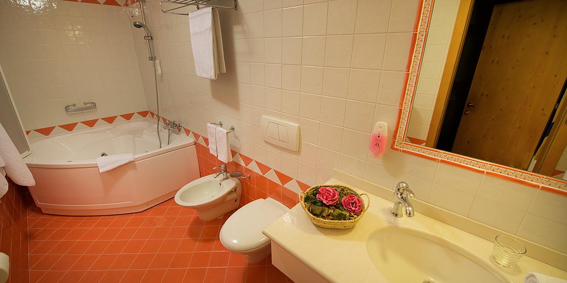 <b>Bagno con vasca idromassaggio</b>