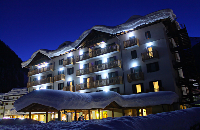 Hotel Cristallo di notte